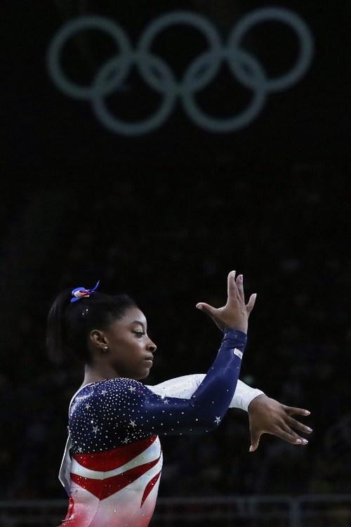 里約奧運閉幕典禮  美國隊由拜爾斯掌旗