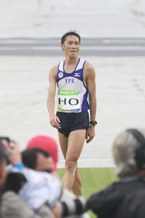 男子馬拉松何盡平完賽 歡呼可以回家啦
