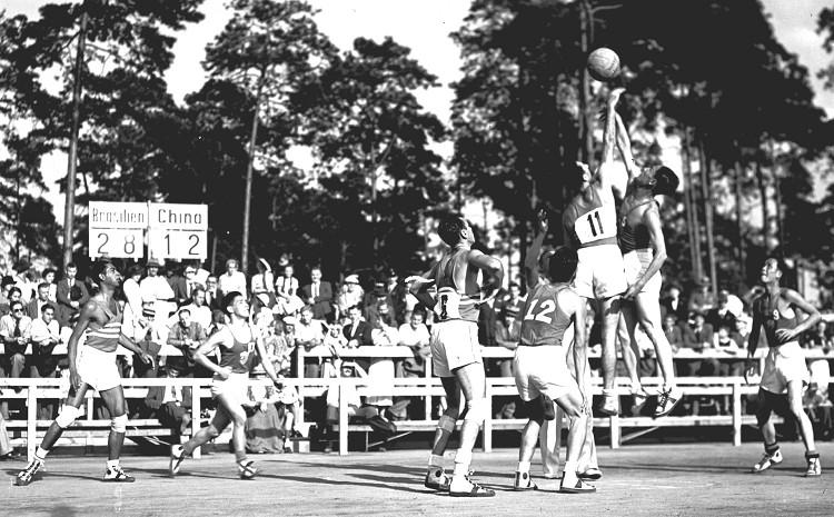 1936年第十一屆柏林奧運 Berlin (德國 柏林):開啟聖火傳遞先例 希特勒藉辦奧運展納粹霸權
