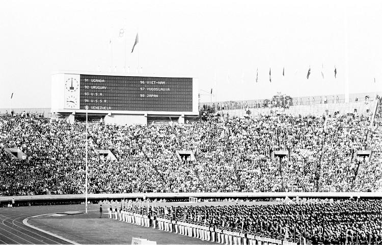 1964年第十八屆東京奧運會 Tokyo (日本 東京):亞洲首度舉辦奧運 台灣以毛公鼎迎聖火