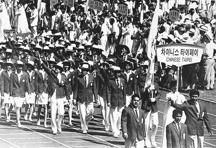 1988年第二十四屆漢城奧運 Seoul (南韓 漢城):首次開放職業選手參賽 陳怡安、秦玉芳跆拳表演項目奪金