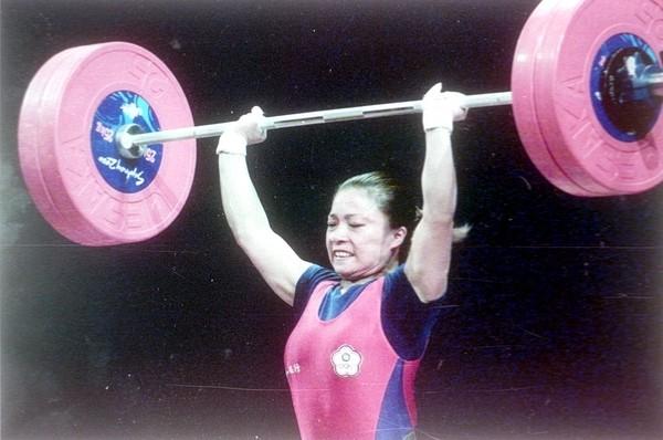 台灣媳婦黎鋒英 雪梨奧運為中華奪得舉重首面銀牌