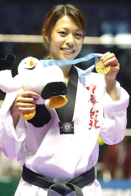 浪女回頭陳詩欣 苦盡甘來為台灣奧運奪首金