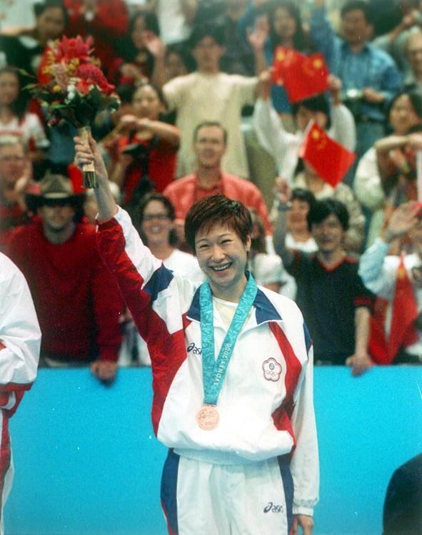 代表兩岸三度進軍奧運  陳靜創穿金披銀戴銅佳績
