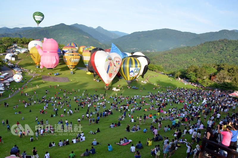 Hot air balloon fest opens in Taitung