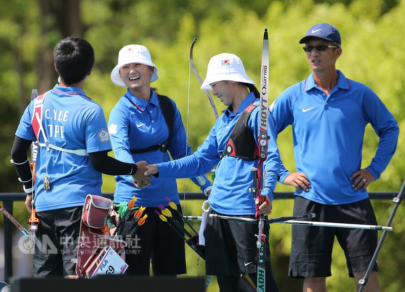 From left: Le Chien-ying, Lin Shih-chia, Tan Ya-ting and their coach Ni Ta-chih.