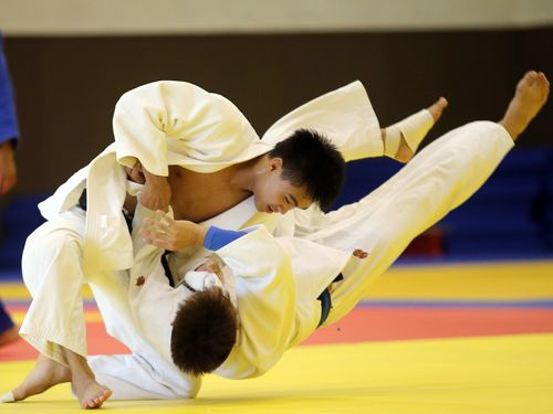 Tsai Ming-yen (left) pratices in the National Sports Training Center in Kaohsiung in June.