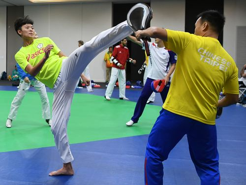 Chuang Chia-chia (left) pratices in Rio.