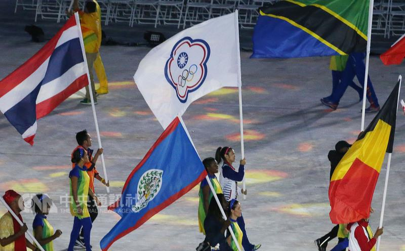 Weightlifter Hsu Shu-ching (center) carries the Chinese Taipei Olympic Committee flag.