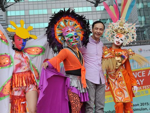 New Taipei Mayor Eric Chu (second right)