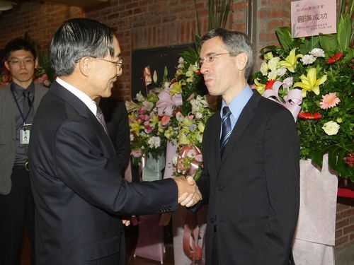Foreign Affairs Minister David Lin (left) and Frederic Laplanche