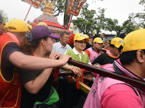 Over 100 foreign students join 'Matsu frenzy' in Taichung