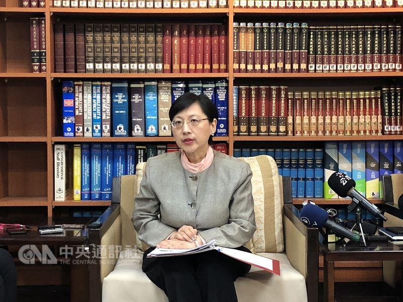 外交部歐洲司司長高安13日表示,近來台灣人在歐洲涉詐騙被捕,案件已進入司法調查程序,她再度呼籲,民眾赴海外不要從事非法或與簽證目的不符的活動。中央社記者侯姿瑩攝   107年3月13日