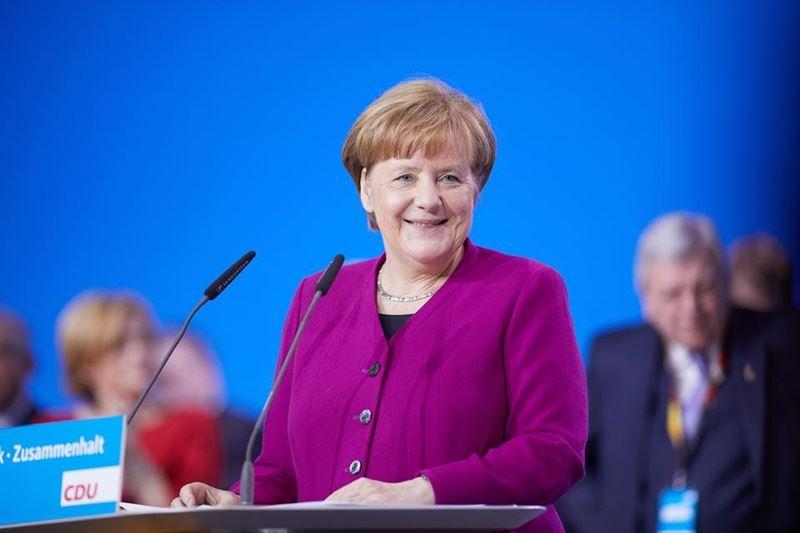 德國總理梅克爾出身東德,原本是埋首實驗室的物理學家,柏林圍牆倒塌後才決定從政。(圖取自梅克爾臉書www.facebook.com)
