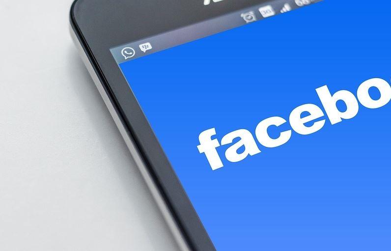 歐洲聯盟官員喬霍瓦表示,有媒體報導美國總統川普競選團隊,曾聘用的資料分析公司不當擷取5000萬筆臉書用戶個資,她將要求臉書公司做出說明。(圖取自pixabay圖庫)