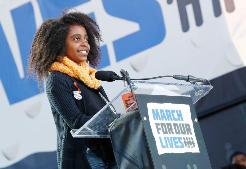 25日在華盛頓的「為我們生命遊行」遊行現場,年僅11歲的瓦德勒發表演說時,她的聲音鏗鏘有力,在美國各地引發迴響。(圖取自為我們生命遊行臉書www.facebook.com/marchforourlives)