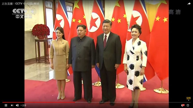 北韓領導人金正恩(左2)25日直奔北京,訪問中共總書記習近平(右2)。(圖取自央視Youtube頻道 www.youtube.com)