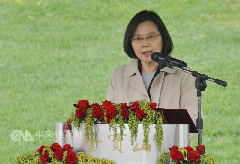 總統蔡英文7日在「鄭南榕殉道29週年追思紀念會」表示,追求台灣的民主自由與公平正義,一直是堅持的價值,下一步最重要的是轉型正義,落實真相、責任、和解三責任。中央社記者黃旭昇新北攝 107年4月7日