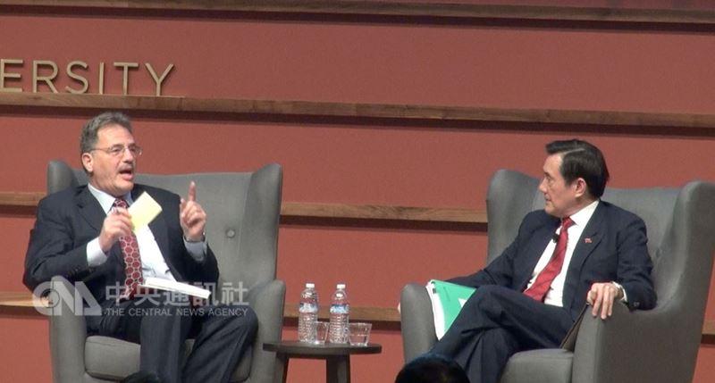前總統馬英九在史丹佛大學演講後,與學者戴蒙(Larry Diamond)對談,回答聽眾提問。中央社記者張克怡攝 107年4月12日