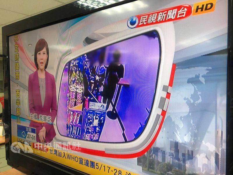 民視去年底跟有線系統台灣寬頻(TBC)商談民視新聞台授權合約時,要求統包三台共同授權,台灣寬頻不服,至今4個月雙方仍無共識。(中央社)