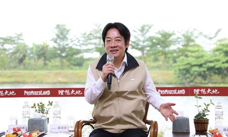 行政院長賴清德15日表示,自己身為台獨工作者的務實面,具體展現在三個面向,包括台灣已是主權獨立國家,不必另外宣布獨立;以及台灣前途只有台灣2300萬人能決定等。中央社記者顧荃攝 107年4月15日