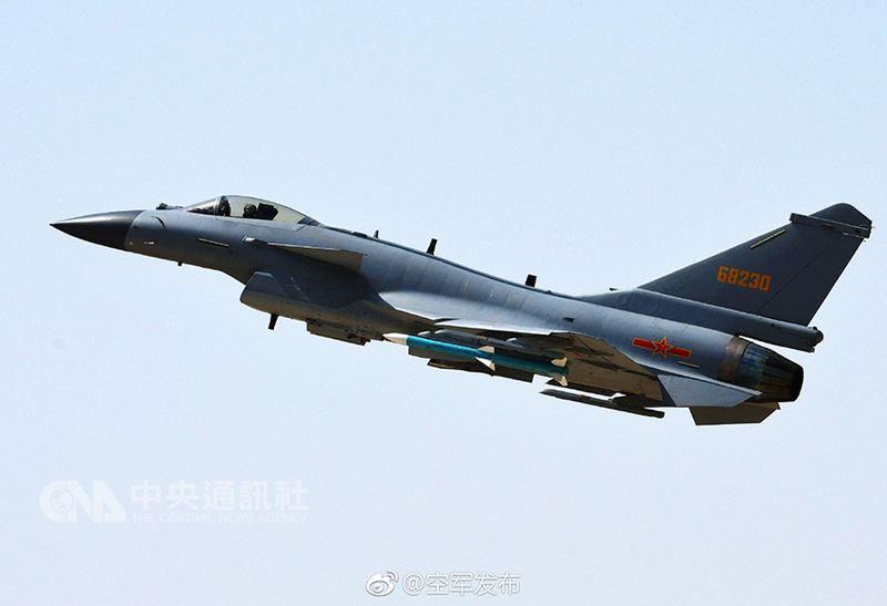 殲10C屬中國自主研發第3代改進型超音速多用途戰機,具中近距離制空與對地、對海目標打擊能力。中共空軍發布稱,已於4月16日開始擔負戰鬥值班任務。圖為殲10C照片。(中國大陸國防部官網)中央社  107年4月16日