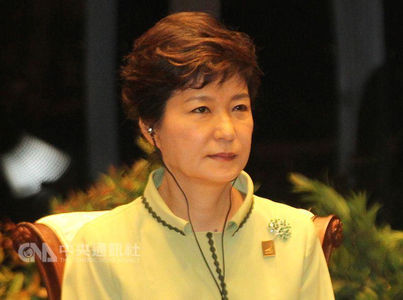 南韓前總統朴槿惠遭法院判刑24年,16日向首爾中央地方法院一審法庭提交放棄上訴聲明書。(中央社檔案照片)