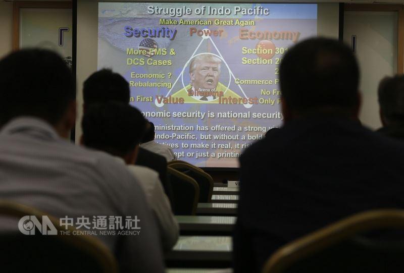 國策研究院文教基金會14日在台北舉行「美朝峰會與亞太局勢變動」座談會,學者專家們以圖表分析川金會的影響。中央社記者徐肇昌攝 107年6月14日
