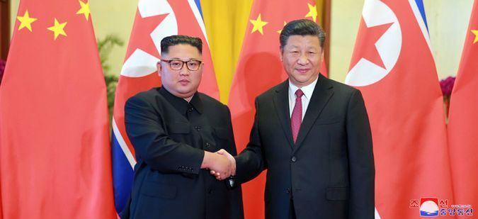 北韓領導人金正恩(左)19、20日訪問中國,與中國國家主席習近平會面。(圖取自北韓中央通信社網站 kcna.kp)