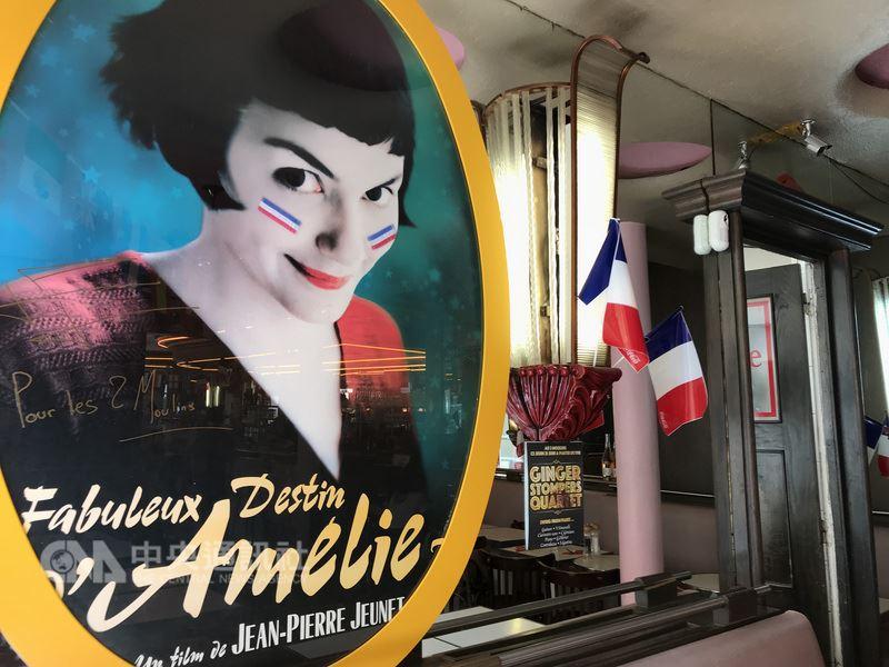 电影「艾蜜莉的异想世界」在全球卖座,替蒙马特吸引许多来此追寻拍摄场景的影迷,例如主角艾蜜莉工作的「双磨坊」咖啡馆,店里8成以上都是观光客。中央社记者曾依璇巴黎摄  107年6月25日