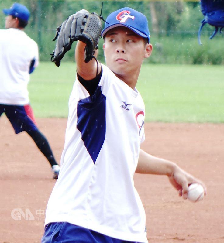 2018世界大學棒球錦標賽中華隊投手魏碩成在今年賽事中扮演中華隊投手群「奇兵」,預賽先發表現亮眼,未來發展潛力前景備受矚目。中央社記者謝靜雯攝 107年7月13日