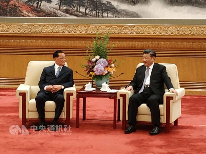 中共總書記習近平(右)13日上午於北京人民大會堂會見前中國國民黨主席連戰(左)。中央社記者繆宗翰北京攝 107年7月13日