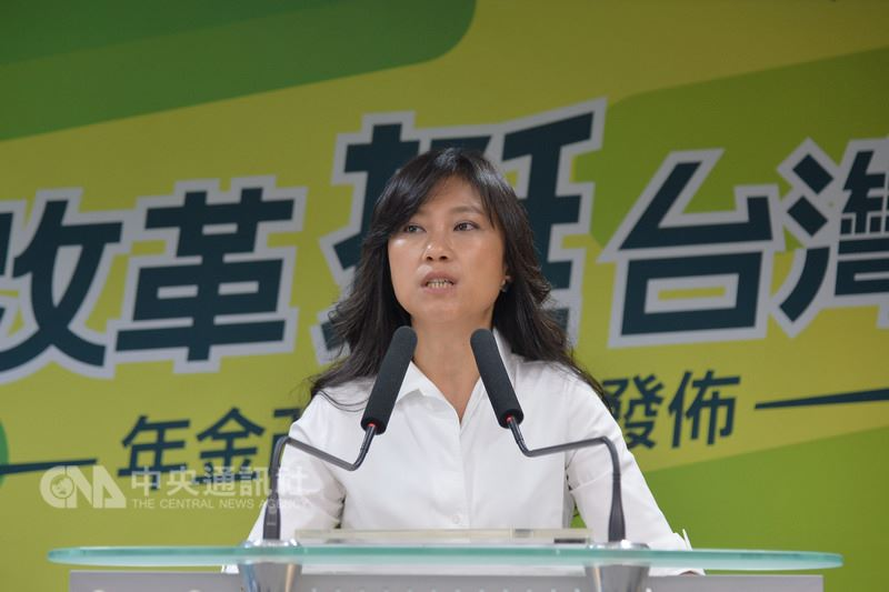 民進黨發言人Kolas Yotaka(谷辣斯.尤達卡)14日在中央黨部召開「改革挺台灣  年金改革篇」CF發布記者會,即將轉任行政院發言人的Kolas Yotaka,也在記者會上向媒體感性道別,感謝大家過去的照顧。中央社記者孫仲達攝 107年7月14日