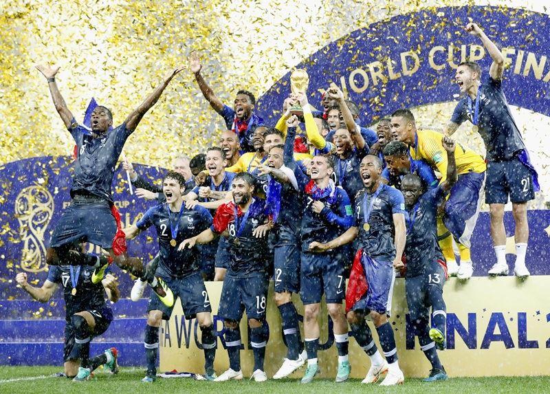 法國相隔20年後再於世界盃對上克羅埃西亞,這次在冠軍戰中法國一路領先,最終以4比2獲勝,拿下隊史第2座世界盃冠軍。(檔案照片/共同社提供)