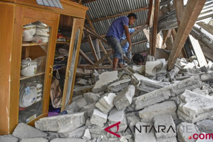 印尼熱門度假勝地龍目島29日清晨遭規模6.4淺層強震侵襲,已知造成14人喪生。(安塔拉通訊社提供)
