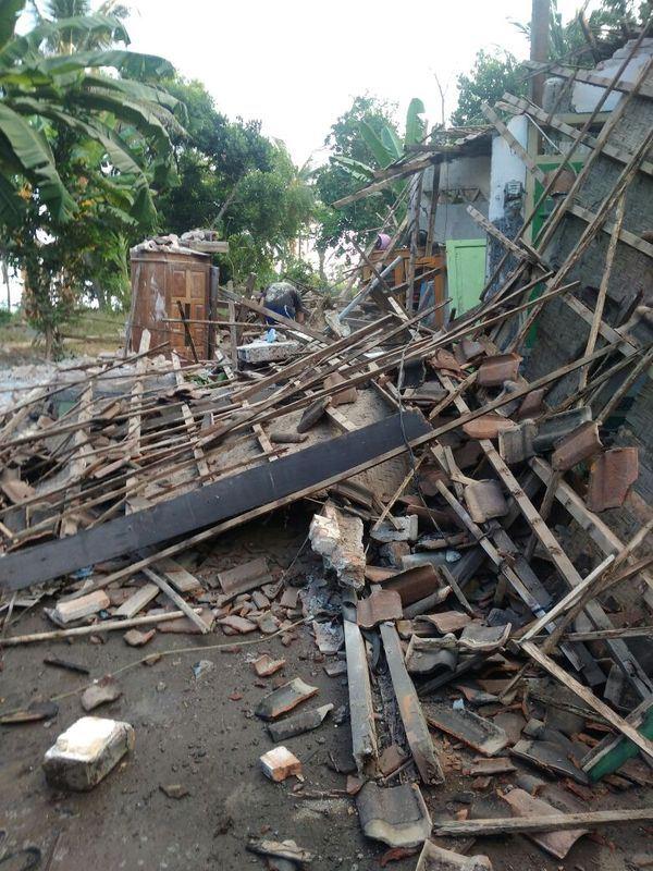 印尼熱門旅遊地龍目島29日發生規模6.4強震,造成至少3人喪生。(取自蘇托波推特twitter.com/sutopo_pn)