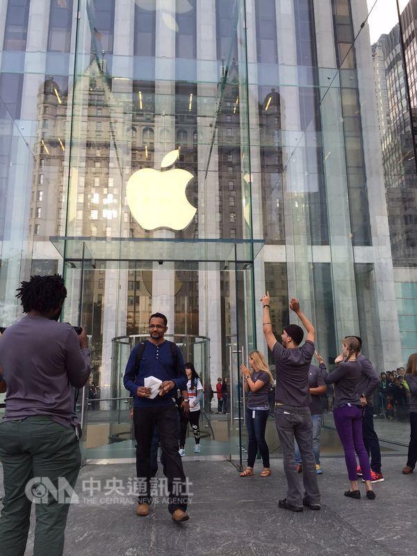 蘋果公司2日成為首家市值突破一兆美元的美國企業,名留青史。(中央社檔案照片)