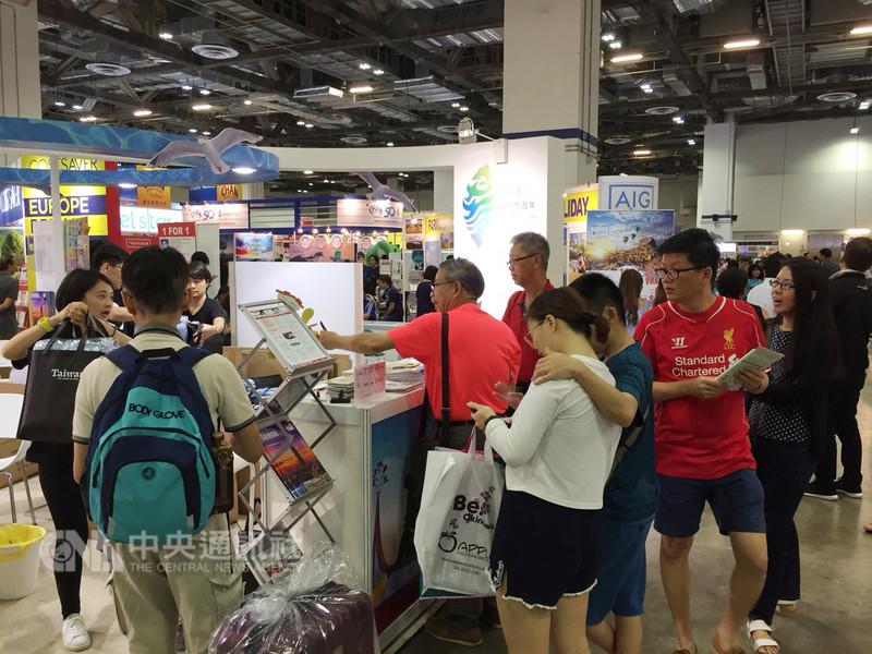 新加坡旅展中推台灣觀光,觀光局駐星人員也要熟悉星馬地區與台灣的中文語彙差異,才能入境隨俗接地氣,不致發生雞同鴨講有趣場景。中央社記者黃自強新加坡攝 107年8月8日