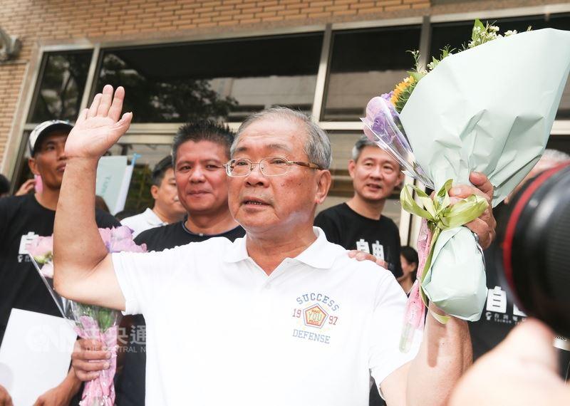 高院審理蘇炳坤再審案,8日駁回檢察官對蘇炳坤(前)一審無罪判決的上訴,維持無罪判決。(中央社檔案照片)