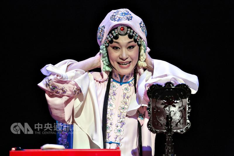 第22屆台北文化獎得主13日出爐,京劇名伶朱安麗獲獎。圖為朱安麗演出國光劇團作品「青春謝幕」。(國光劇團提供)中央社記者陳妍君傳真 107年8月13日