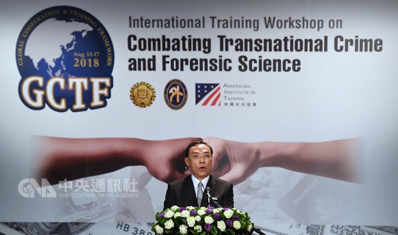 法務部長蔡清祥(圖)14日在台北出席「2018全球合作暨訓練架構(GCTF)-打擊跨境犯罪及美鈔、護照鑑識國際研習營」開訓典禮,並為活動致詞。中央社記者王飛華攝  107年8月14日