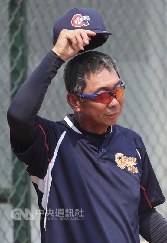 中華女壘隊過去在亞運拿下3銀4銅,總教練楊賢銘17日表示,從去年3月起一路長期培訓、以賽代訓,「出來比賽拿下最好成績(金牌)是大家的目標,但還是要一場一場打好,接下來比賽全力以赴」。中央社記者吳翊寧雅加達攝 107年8月17日