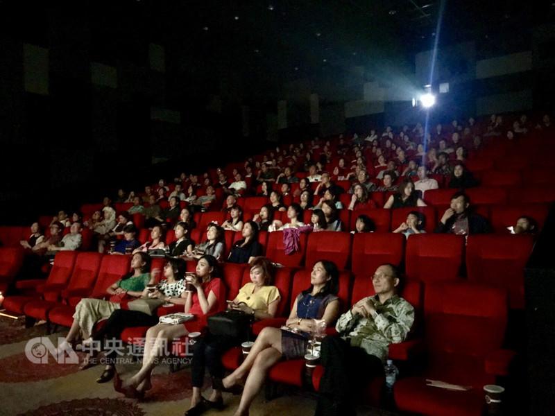 駐印尼代表處5日舉辦台灣電影欣賞暨茶會活動,印尼各界共210人與會,觀賞台灣動畫電影「幸福路上」。(駐印尼代表處提供)中央社記者周永捷雅加達傳真  107年9月6日