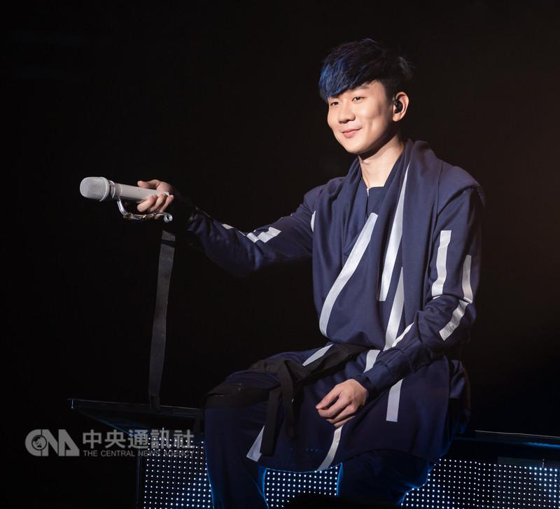 歌手林俊傑大讚馬來西亞歌迷的現場歌聲很棒,並表示擔任中國選秀節目的導師時,常遇到很會唱歌的馬來西亞人,最後還傳授如何唱出JJ Style的高音。(飛凡娛樂提供)中央社記者郭朝河吉隆坡傳真 107年9月8日
