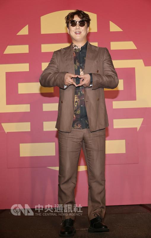 曾獲4座金曲歌王肯定的歌手蕭煌奇12日在台北開心宣布加盟新東家環球音樂,期許明年推出國語新專輯。(環球音樂提供)中央社記者江佩凌傳真 107年9月12日