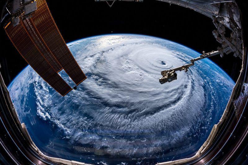 颶風佛羅倫斯在大西洋逼近,德國太空人蓋斯特從國際太空站拍下這個怪獸級風暴的照片。(圖取自蓋斯特推特twitter.com/astro_alex)
