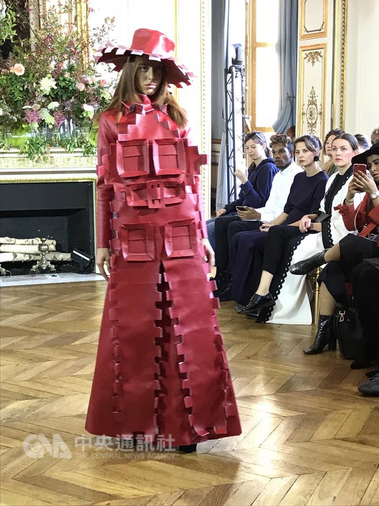台灣服裝設計師施堉霖於2017年在柏林時裝秀獲得注意,受邀在今年巴黎時裝週展示新作「向畢卡索致敬」系列。中央社記者曾依璇巴黎攝 107年9月26日