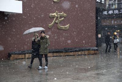 為習近平連任造瑞雪?北京清晨人工增雪