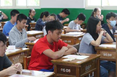國中會考報名23萬人  創歷史新低