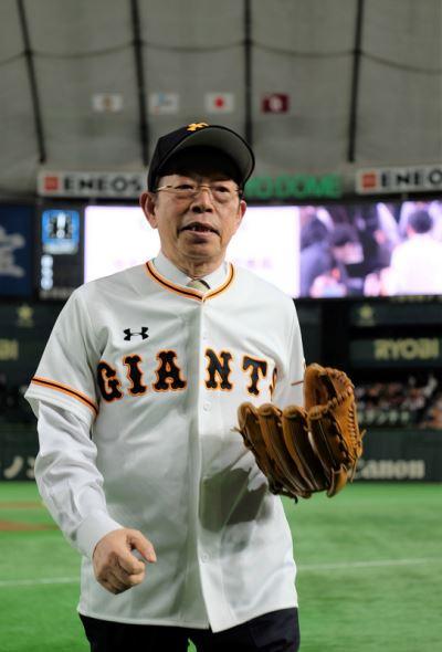 日本巨人隊捐款助花蓮  邀謝長廷開球